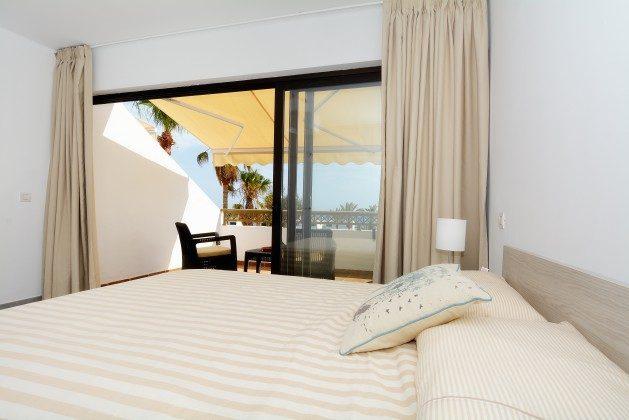 LZ 110068-25 Schlafzimmer mit Doppelbett