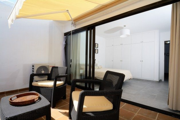 LZ 110068-25 obere Terrasse mit Sitzecke