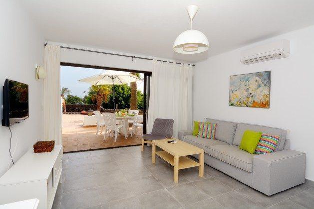 LZ 110068-25 Wohnraum mit Zugang zur unteren Terrasse