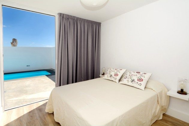 LZ 110068-26 Schlafzimmer mit Doppelbett