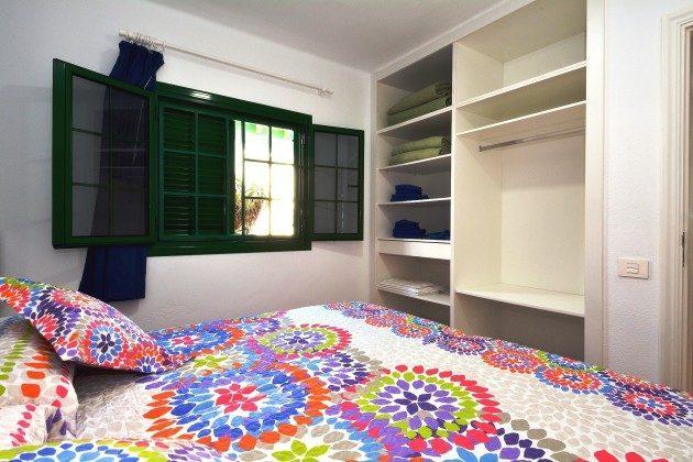 LZ 110068-79 Wohnbeispiel Schlafzimmer mit Doppelbett