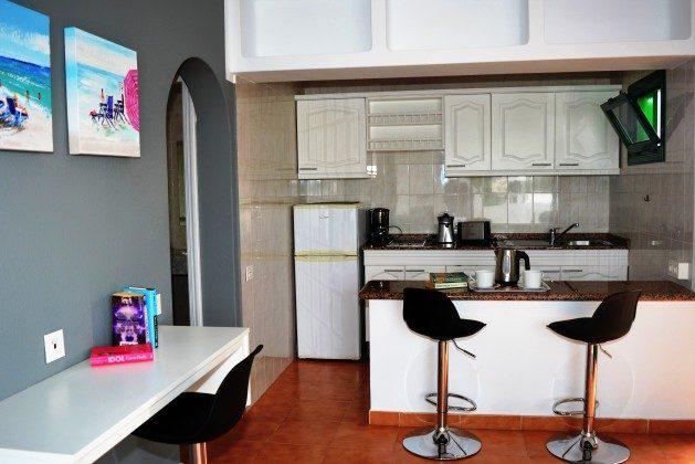 LZ 110068-79 Wohnbeispiel Küchenzeile und Essplatz