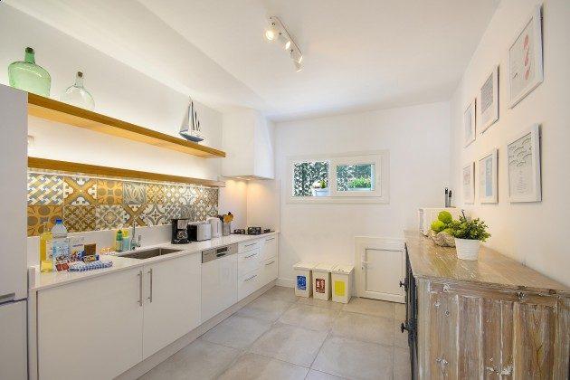 LZ 144288-11 gut ausgestattete Küche