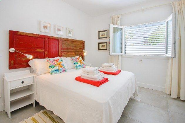 LZ 144288-11 Schlafzimmer mit Doppelbett