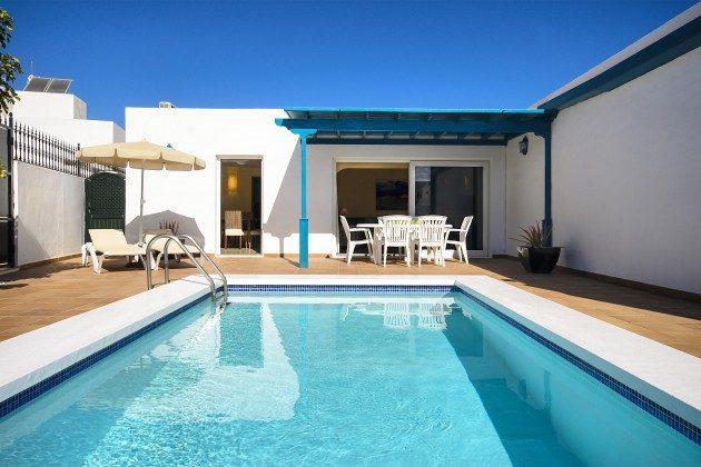 LZ 144288-18 Pool und Blick zum Haus