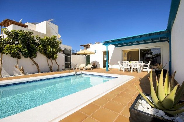LZ 144288-18 überdachte Terrasse am Pool mit Gartenmöbeln