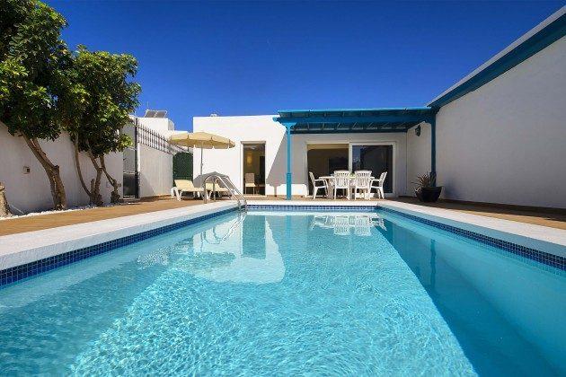 Spanien Kanarische Inseln Lanzarote Villa mit Pool