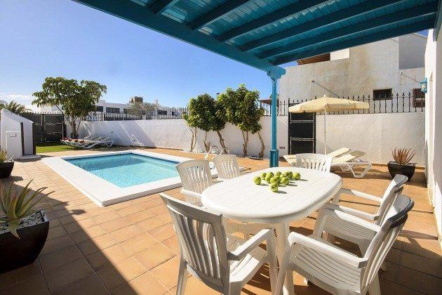 LZ 144288-18 Terrasse mit Essplatz und  Pool