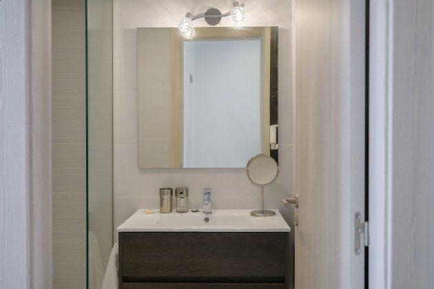 LZ 144288-47 Vergrößerungsspiegel im Badezimmer
