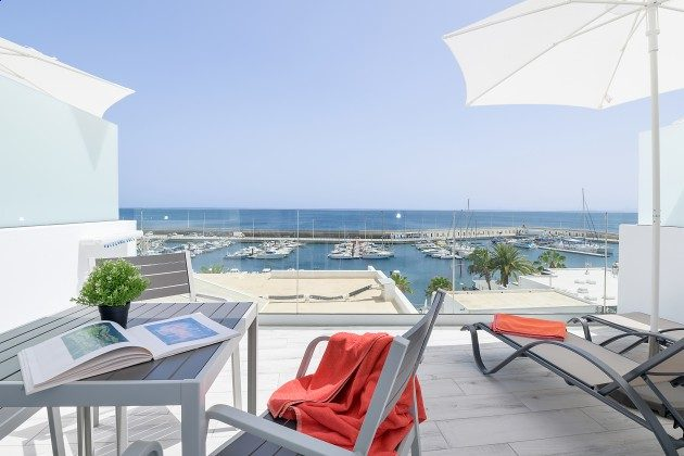 Kanarische Inseln Lanzarote Ferienapartment mit Hafenblick