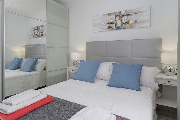 LZ 144288-49 Schlafzimmer mit Doppelbett