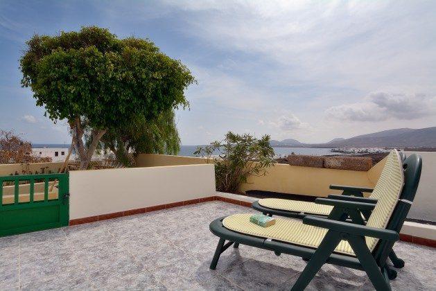 LZ 110068-34 Terrasse mit Sonnenliegen Wohnung La Lapa