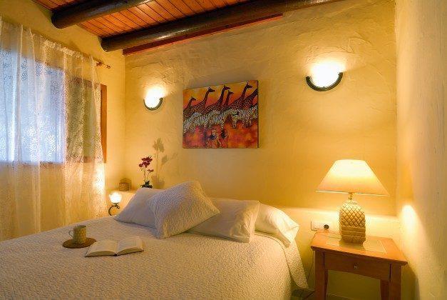 LZ 110068-34 Schlafzimmer mit Doppelbett Caracola