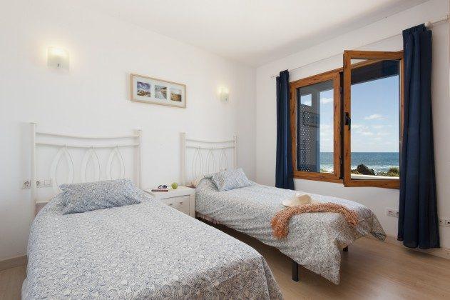 LZ 110068-43 Schlafzimmer mit Einzelbetten und Meerblick