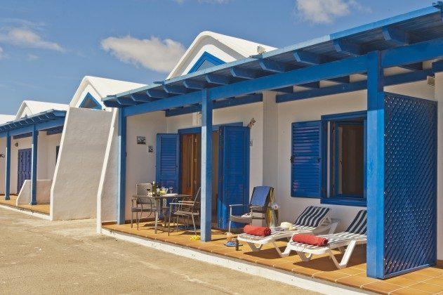 LZ 110068-43 Hausfront mit Terrasse