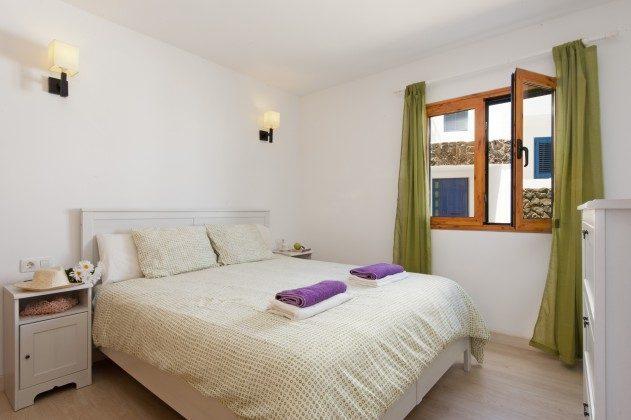 LZ 110068-43 Schlafraum mit Doppelbett