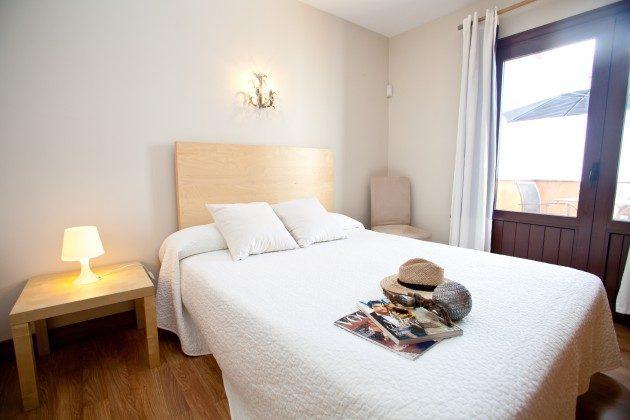 Schlafzimmer mit Doppelbett LZ 110068-44