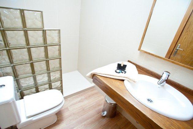 LZ 110068-44 Badezimmer mit Dusche