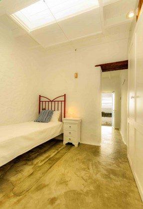 LZ 144288-27 Wohnung Sama, optisch abgeteiltes Schlafzimmer mit Einzelbett