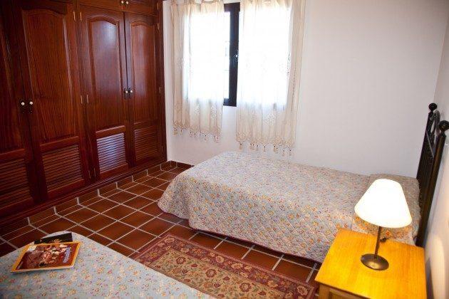 LZ 110068-83 Schlafzimmer mit zwei Einzelbetten