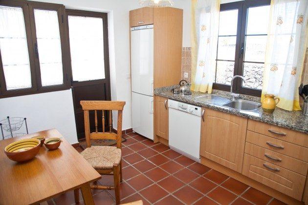 LZ 110068-83 Küche mit kleinem Essplatz