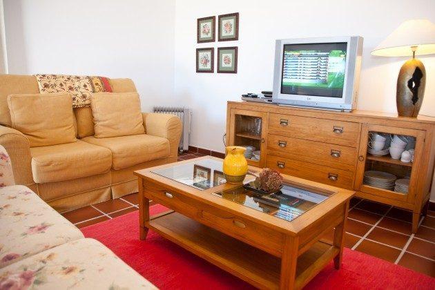 LZ 110068-83 Sitzecke mit TV