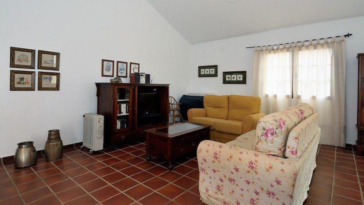LZ 110068-84 Sofaecke und SAT-TV im Wohnbereich