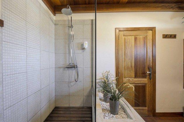 LZ 144288-10 erstes Badezimmer