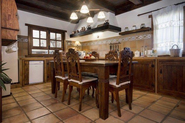 LZ 144288-10 Küche mit großem Kühlschrank und Geschirrspüler