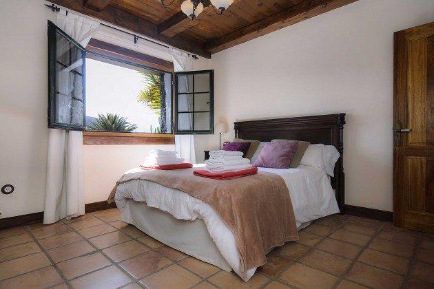 LZ 144288-10 Schlafzimmer mit Doppelbett