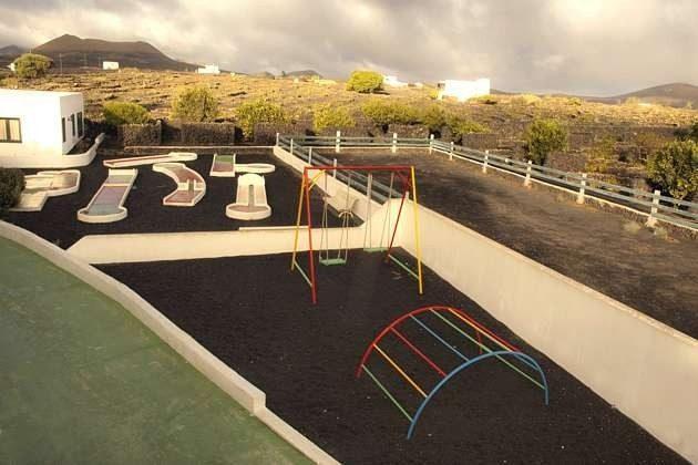 Minigolf und Kinderspielplatz