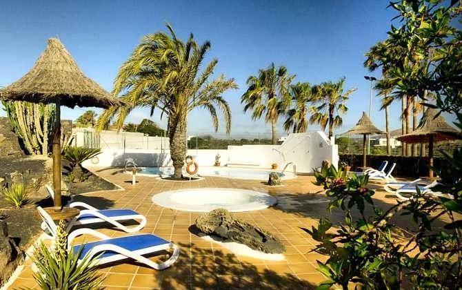 Kanarische Inseln Lanzarote Ferienhaus mit Gemeinschaftspool