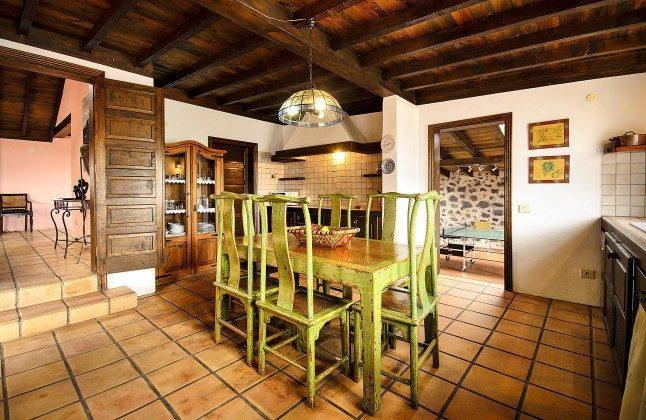 LZ 144288-45 gut ausgestattete Küche mit Essplatz