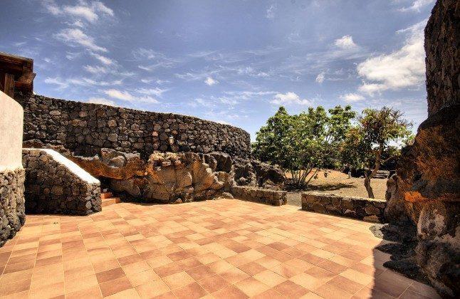 LZ 144288-45 Sonnenterrasse und Garten