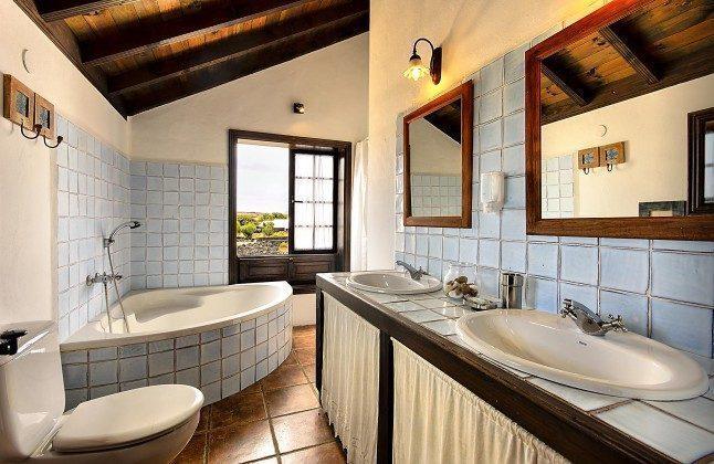 LZ 144288-45 Badezimmer Obergeschoss