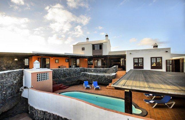 LZ 144288-45 geräumiges Landhaus mit Pool