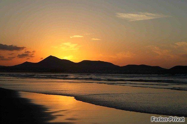 Sonnenuntergang am Famara Strand