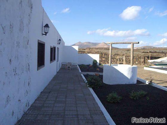 Terrasse und Lavagarten