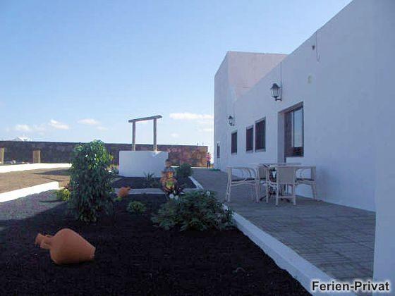 Lavagarten und Terrasse