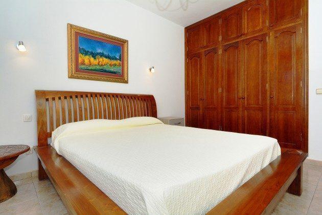 LZ 110068-51 Schlafzimmer mit Schrank