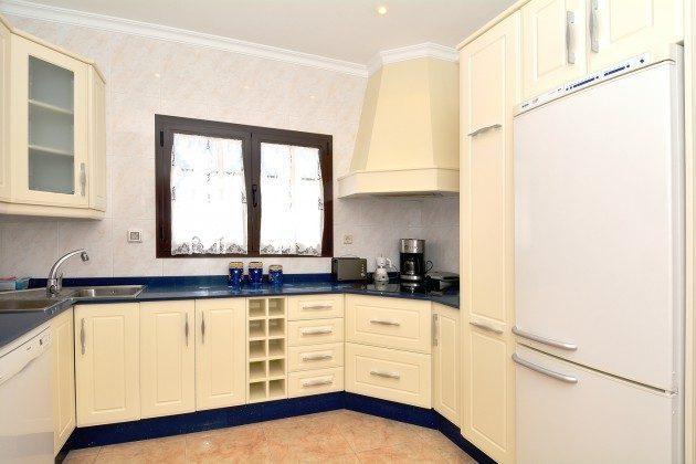 LZ 110068-51 Küche mit Kühlschrank und Gefrierschrank