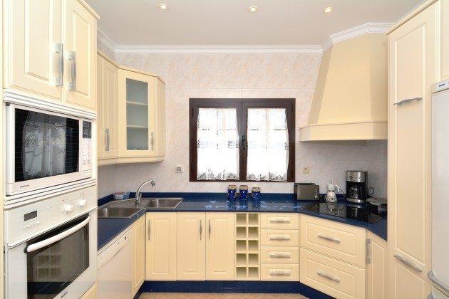 LZ 110068-51 Küche mit großer Arbeitsfläche