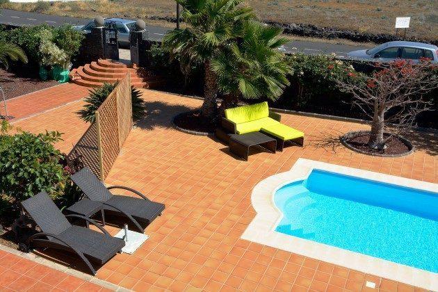 LZ 110068-51 Blick auf Pool und Sonnenterrasse