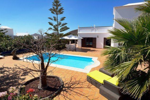 LZ 110068-51 komfortables Ferienhaus mit Pool