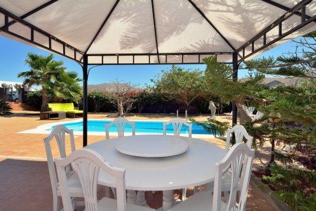 LZ 110068-51 Pavillon mit Gartenmöbeln