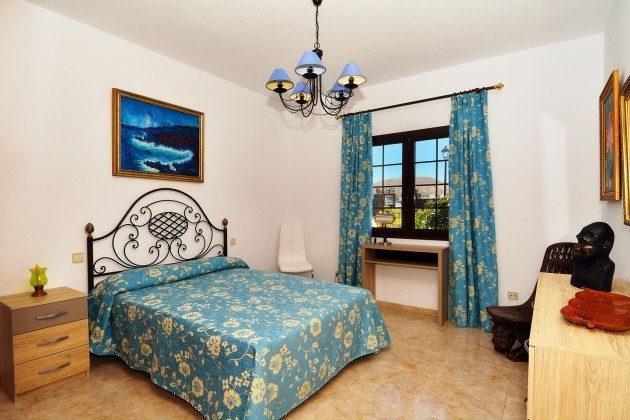LZ 110068-51 1. Schlafzimmer mit Doppelbett