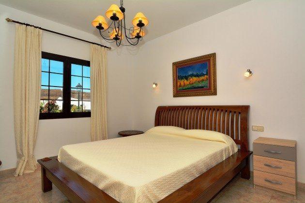 LZ 110068-51 2. Schlafzimmer mit Doppelbett
