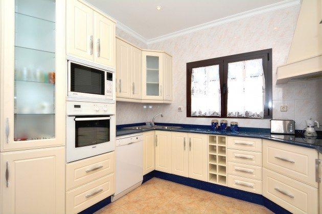 LZ 110068-51 gut ausgestattete Küche
