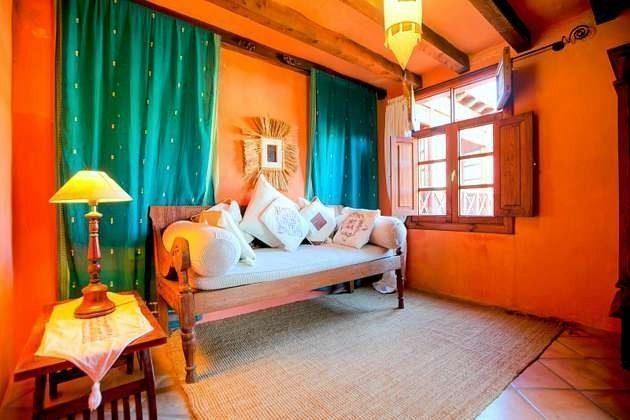 gemütliches Sofa im Obergeschoss