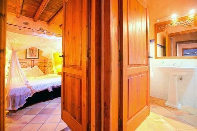 Badezimmer und Schlafzimmer El Alpende